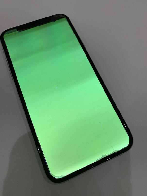 iPhoneX 画面 緑 修理前