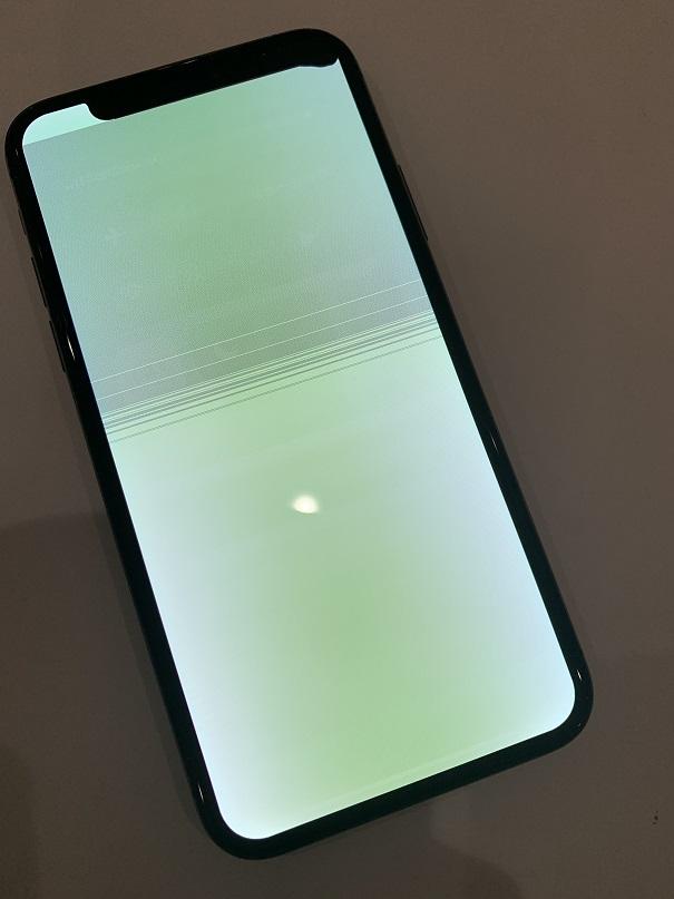 iPhoneX ディスプレイ発光 修理前