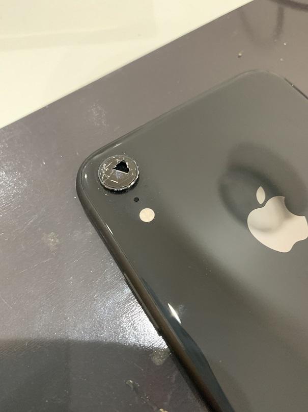 iPhoneXR カメラレンズ割れ 修理前