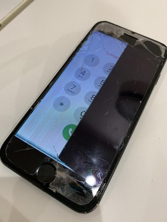 iPhone7 液晶破損 ノイズ 修理前