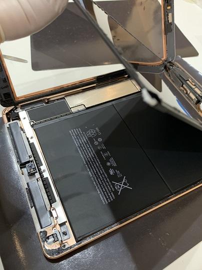 iPad6 分解中 液晶