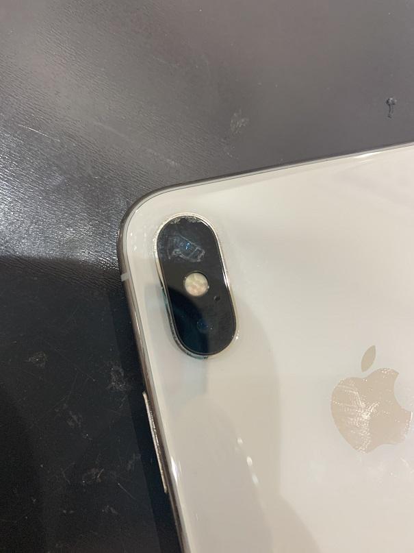 iPhoneX カメラレンズ割れ 修理前