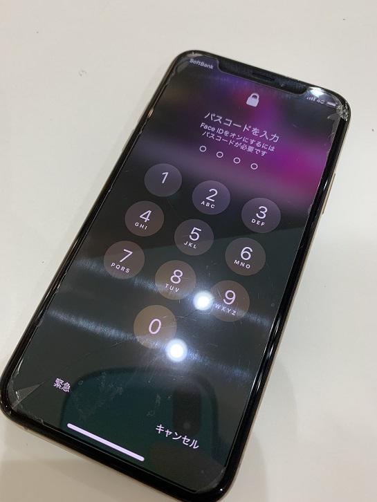 iPhoneXS 画面割れ ディスプレイ破損 修理前①