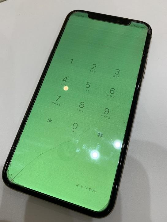 iPhoneXS 画面割れ ディスプレイ破損 修理前②