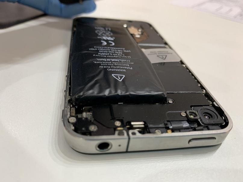 iPhone4 バッテリー膨張