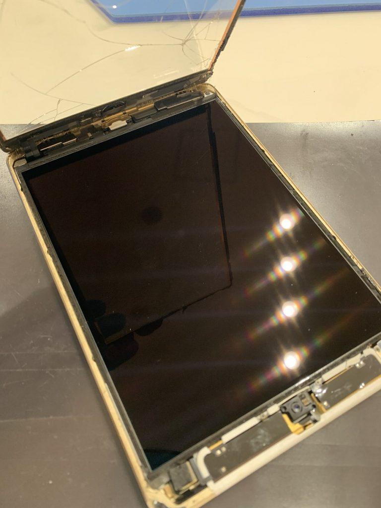 iPad mini3 ガラス 分解中