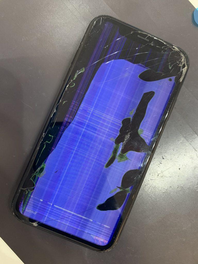 iPhoneXR 液晶 ノイズ 液漏れ 修理前