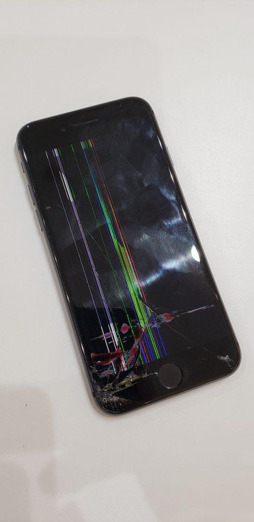 iPhone8 液晶漏れ修理前