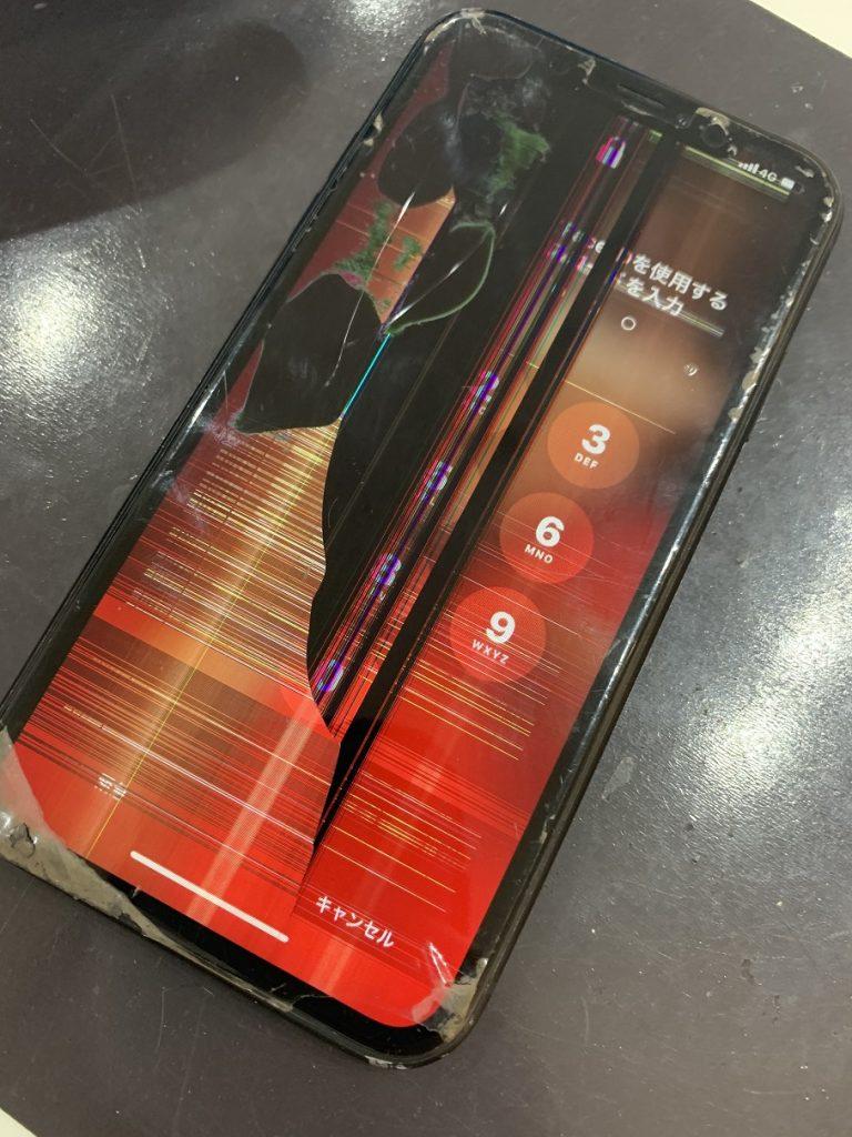 iPhoneXR 液晶破損 液晶漏れ ノイズ 修理前