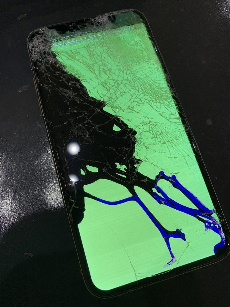 iPhoneXS 修理前 液晶漏れ 緑色画面