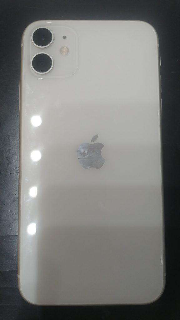iPhone11画面割れ修理前背面