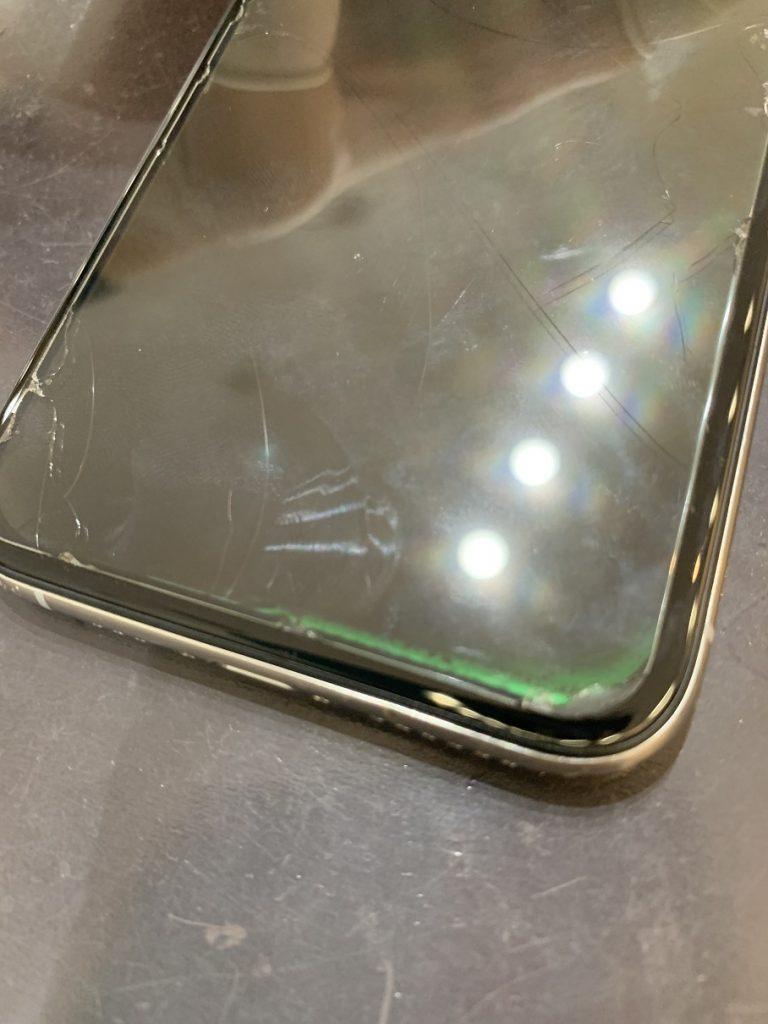 iPhoneXS 画面 映らない 緑の表示 修理前