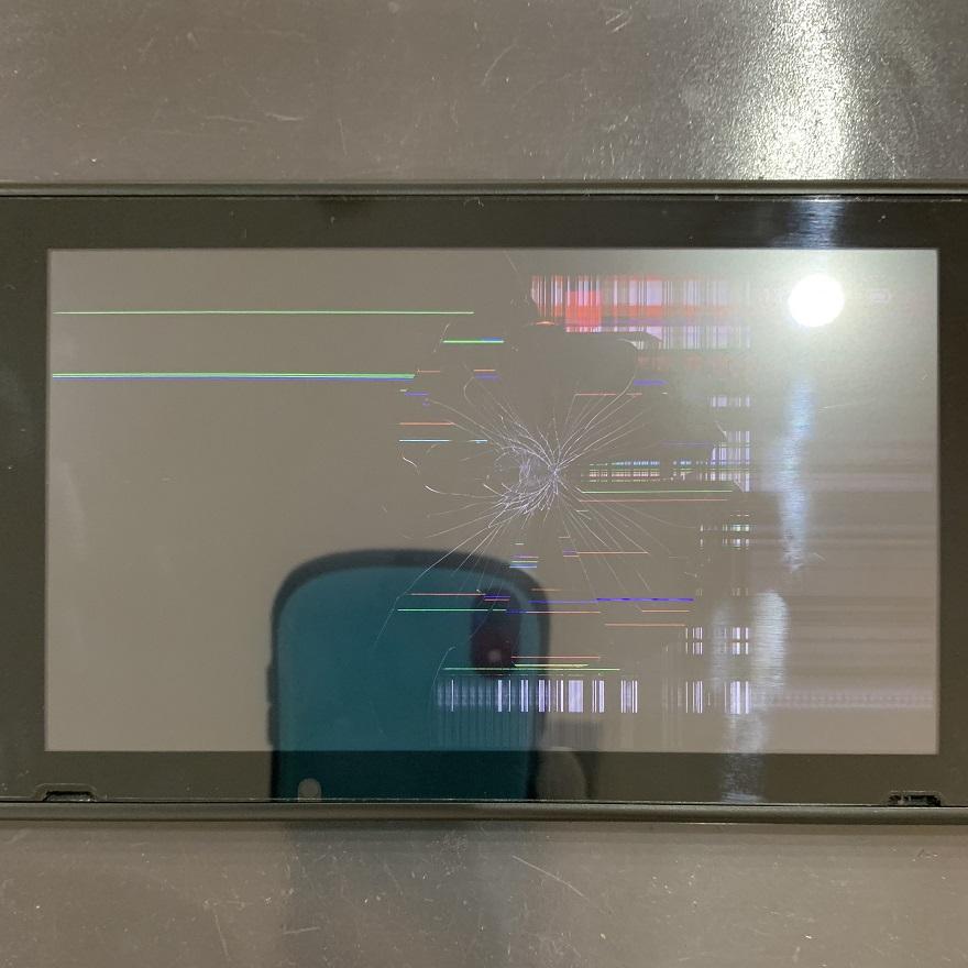 Nintendo Switch 液晶破損 修理前