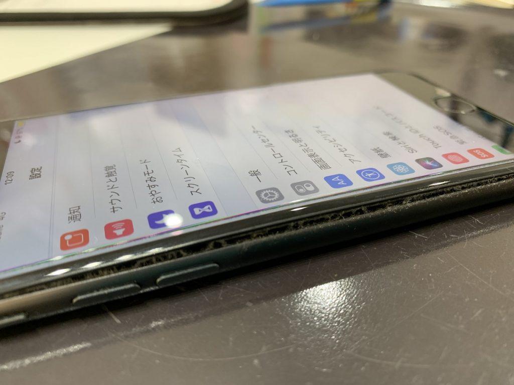 iPhone8 バッテリー 膨張 画面浮き