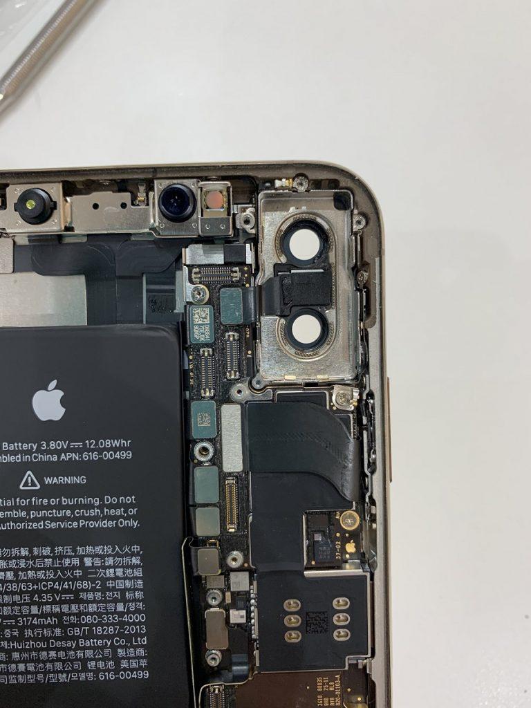 iPhoneXSMax カメラレンズ貼り換え