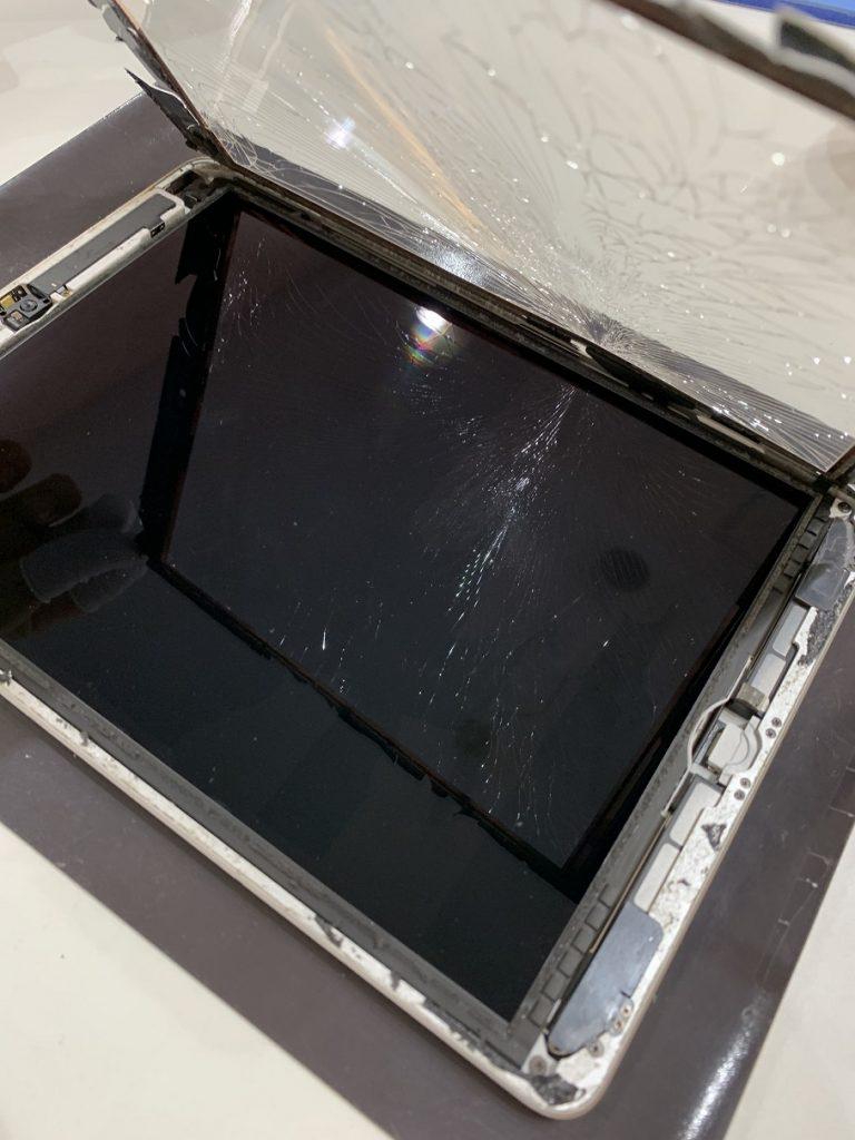 iPad5 修理 分解中 ガラス剥ぎ