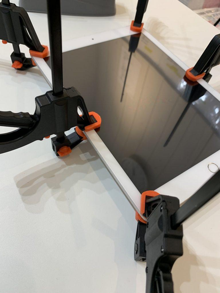 iPad5 修理 ガラス圧着中