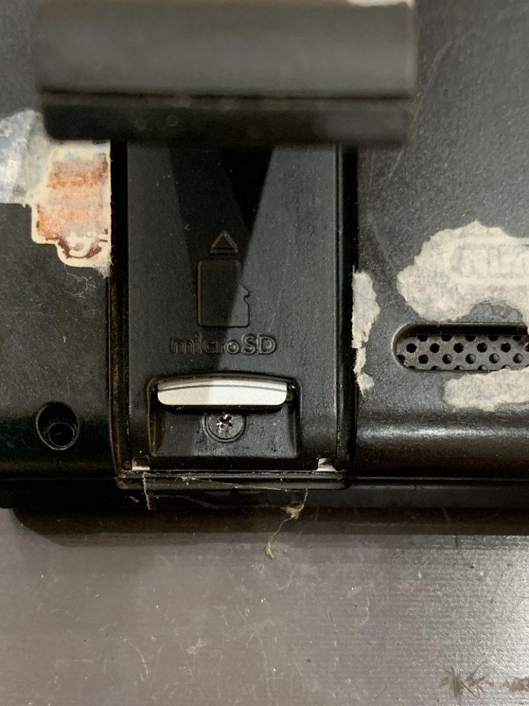 Nintendo Switch microSDカードスロット修理後 奥でしっかり固定されている