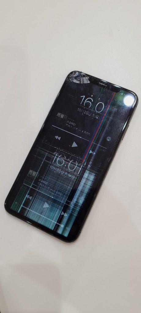 iPhoneXS 液晶画面修理前