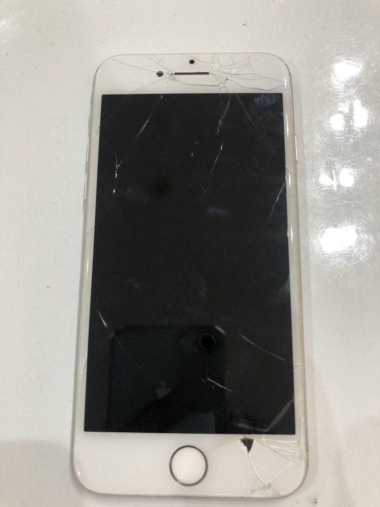 iPhone8 ブラックアウト修理前