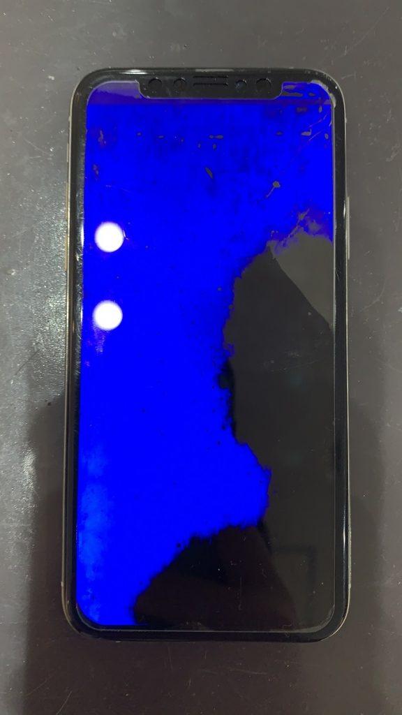 iPhoneXs 画面に青と黒の表示不良