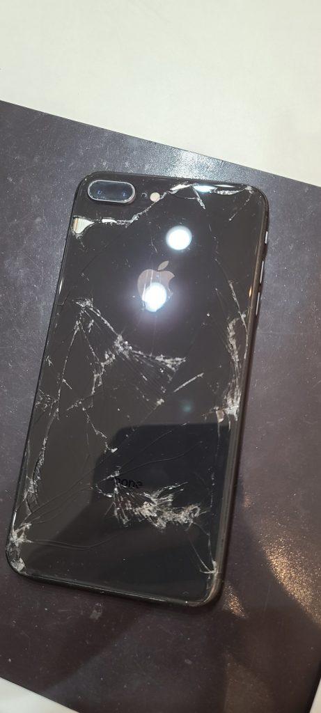 iPhone8Plus 背面ガラス割れ