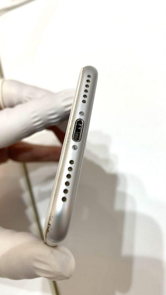 iPhone7 充電口に金属片 詰まり