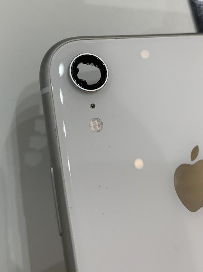 iPhoneXR カメラ取り外し後のレンズ