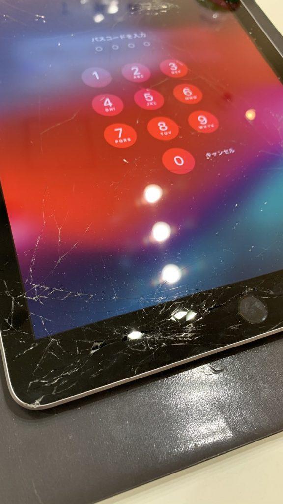 iPad6 画面左下 ガラス割れ