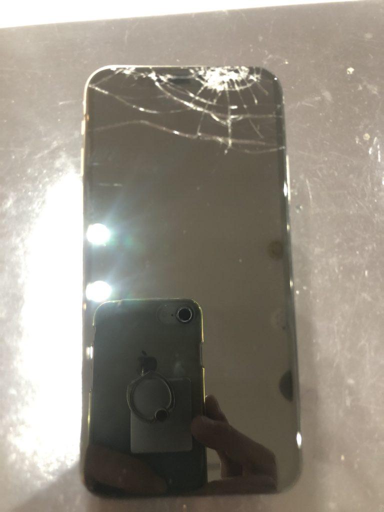 iPhoneX ブラックアウト修理前