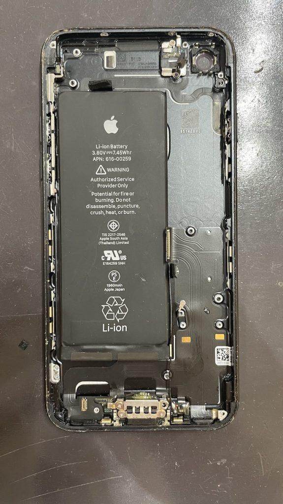 iPhone7 修理中 パーツ取り外し