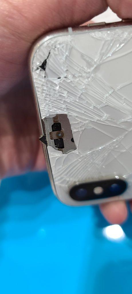 iPhoneXS 背面ガラス割れ