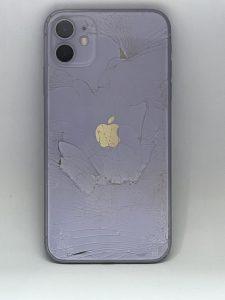 iPhone11 背面割れ