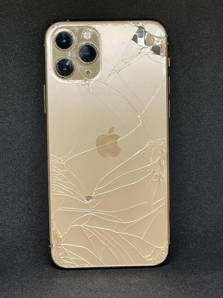 iPhone11pro 背面割れ