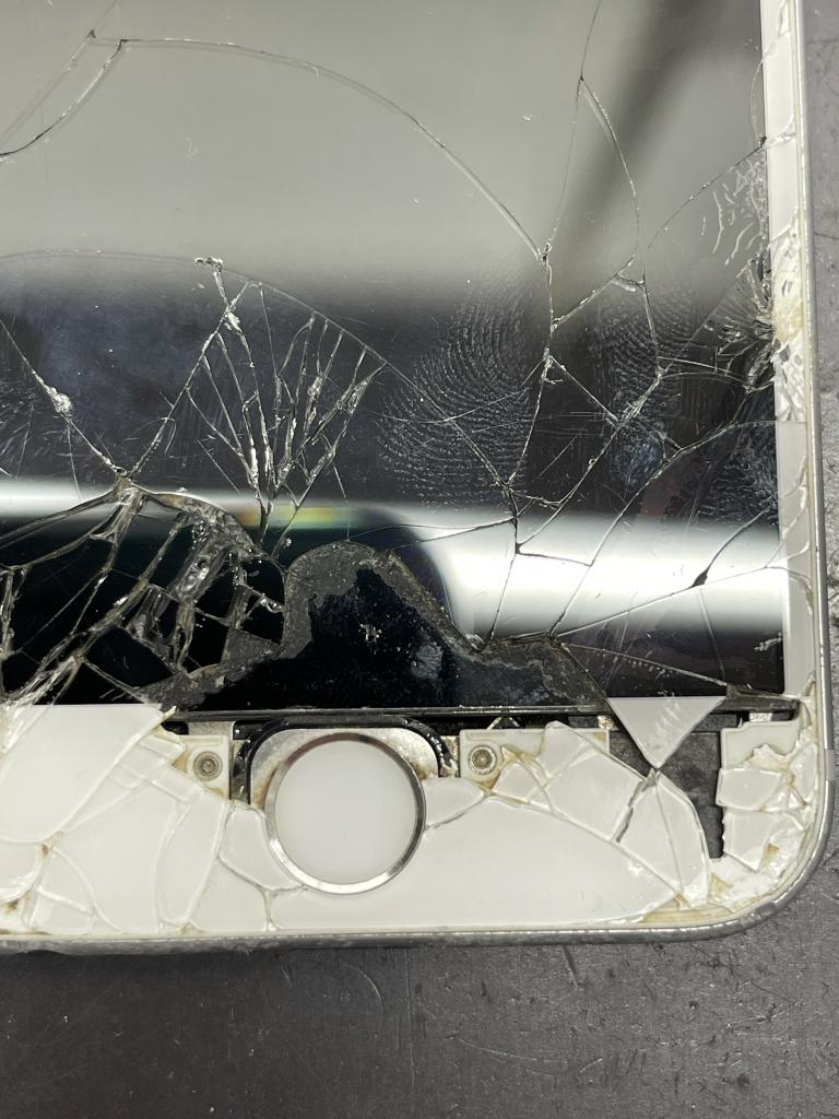 iPhone6S画面割れ下部