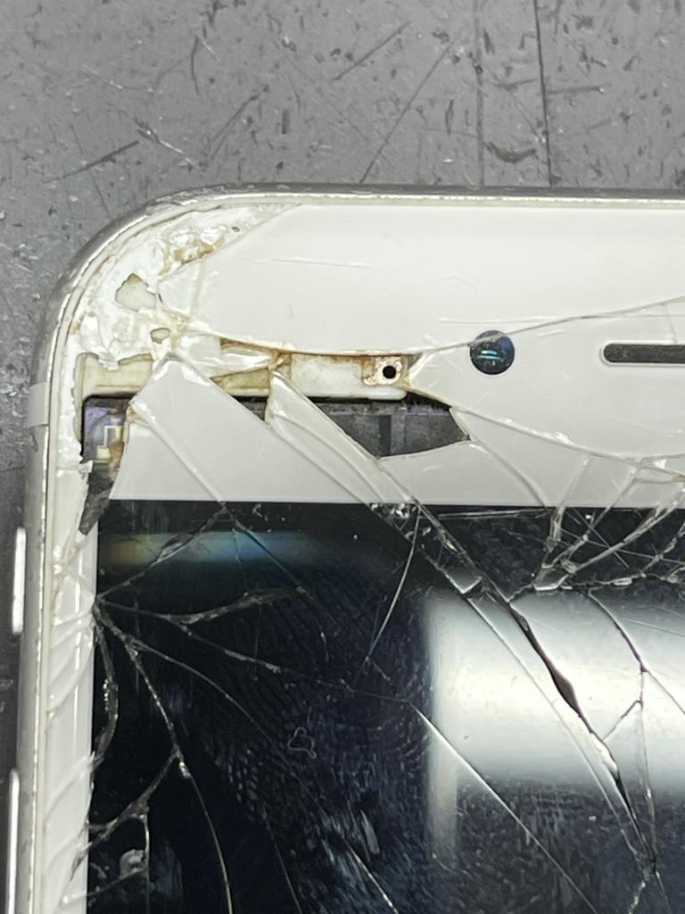 iPhone6S画面破損上部