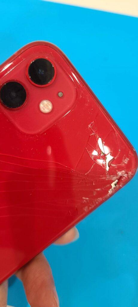 iPhone11 背面ガラス割れ