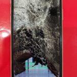 【危険】マンションからiPhone11Proが落下。ガラスが割れ、破片が飛び散る自体に・・・。