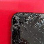 車に轢かれた!画面バキバキのiPhoneSE(第二世代)も西通りのスマップル天神店で速攻修理!